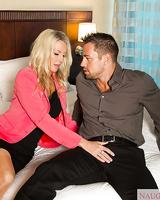 Tasty mature slut Emma Starr has a bang as an amateur GF in a hotel