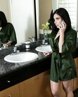 Brunette MILF Jaclyn Taylor seduces the foreign exchange student she's hosting