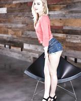 Sexy blonde model Karla Kush loosing phat ass from short denim shorts