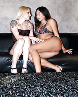 Petite lesbians Keeani Lei & Faye Runaway are into pussy licking action