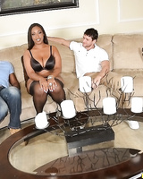 Curvy ebony lassie gets her booty and face glazed with jizz after FMM group