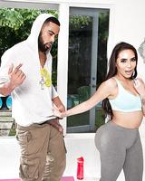 Big bottomed Latina slut Lela Star giving outdoor bj in spandex pants