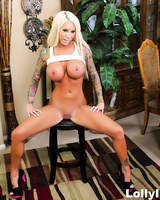 Blonde bombshell Lolly Ink gets jizz all over her pretty face