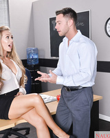 American college girl Nicole Aniston seduces her professor for a passing grade