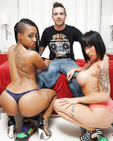 Threesome groupsex features ebony babe NoeMilk and Suhaila Hard