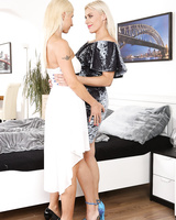 Kinky blondes Vanessa Hell & Brittany Bardot play pee games during lesbian sex