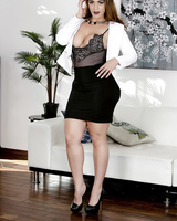 Voluptuous pornstar with heavy bottom and tattooed pubis Miss Raquel