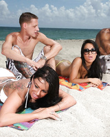 Pornstars Kerry Louise and Asa Akira swap jizz while on vacation