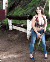 Chubby girl Aurora Rose takes a break from cleaning horse stalls to pose nude