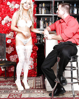 Hardcore milf blonde Cameron Dee shows her amazing dick-sucking skill
