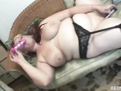 Gorgeous BBW hottie Buxom Bella shows off big tits