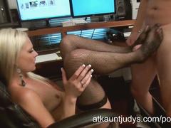 Horny office whore Elizabeth gives deepthroat blow
