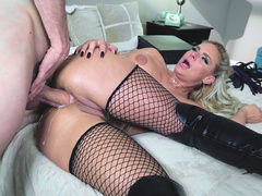 Mom of loose morals Phoenix Marie gives hole between butt cheeks to man