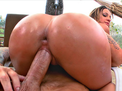 Mom Jada Stevens with oiled butt practices outdoor cock riding