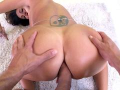 Camera captured stepmom with huge breasts Ava Addams boy to analyze her