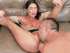Newcomer August Ames spreads legs so director could lick her wet cunny