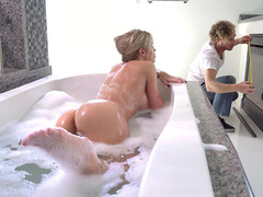 Playful wife Jessa Rhodes seduces handyman not afraid to be caught