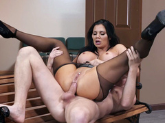Prosecutor Jasmine Jae analyzed by security guard for breaking rules