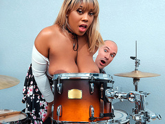 Bongo Boobs with Ms.Yummyxxx - Big Naturals HD