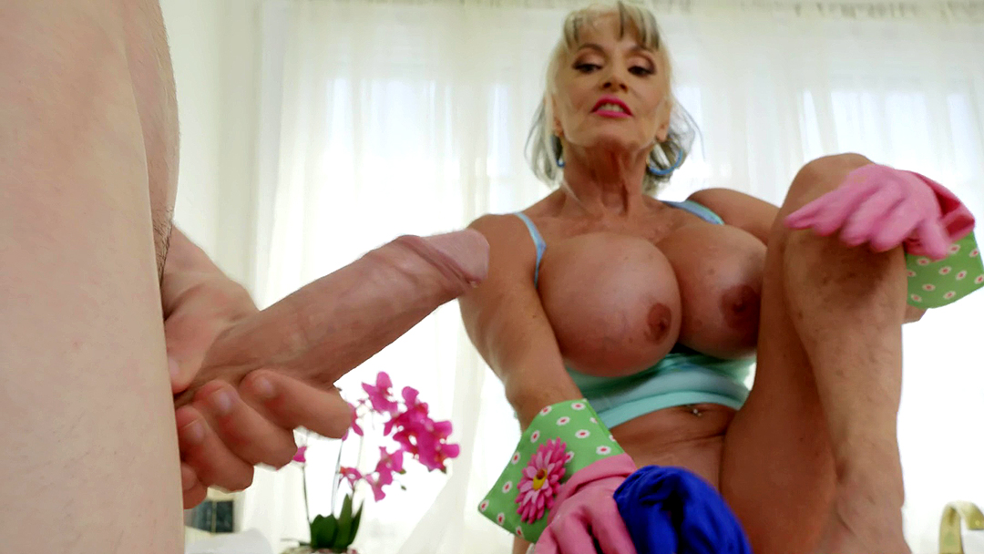 sally-mature-video-at-the-sink