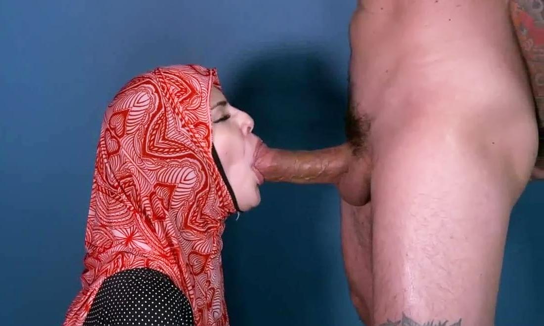 Стройными блондинки русская девушка в платке сосет член видео девушки порно видео