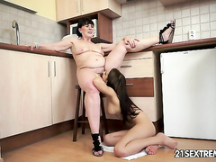 Amateur flexy girl seduced by mature lesbian whore