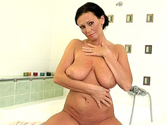 horny amateur MILF plays with saggy tits in bath