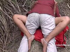 Desi Aunty Caught Fucking Outdoor - Indian / HiddenCams
