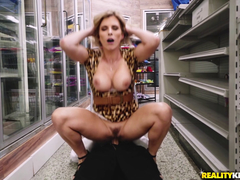 Nymphomaniac cougar jumps on her driver