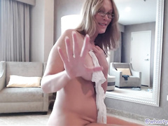 Nerdy woman turns on the camera to film XXX video where she even twerks