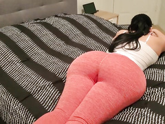 Anon webcam thick MILF with sexy thighs was riding massive dildo on top