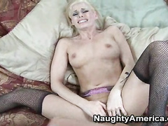 Cute blonde Darryl hottie wakes big cock for suck