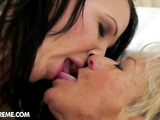 Hot granny gets her hairy twat squirting of licking